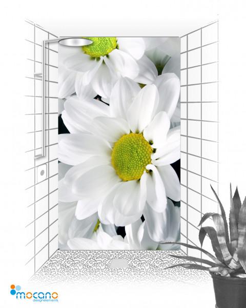 Weiße Blumen 120x210cm Duschrückwand - Wohnbeispiel