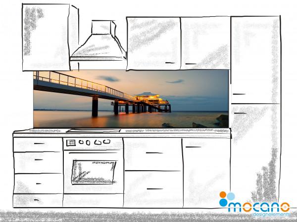 Küchenrückwand Seeschlösschen Seebrücke Timmendorf 200x60cm - Wohnbeispiel
